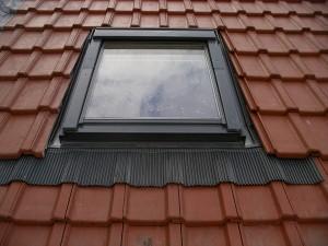 velux-4-300x225 chat qui glisse sur le toit ah ah ah ah dans Bidule